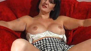 Homemade solo video of horny spliced Paige Monroe drilling her cunt