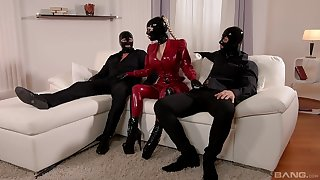 Lucy Latex blowing a friend's cock and enjoys hard sex in a threesome