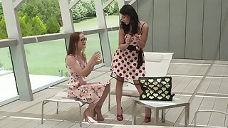 Threesome with Sasha Sparrow and Nelly Kent is amazing experience