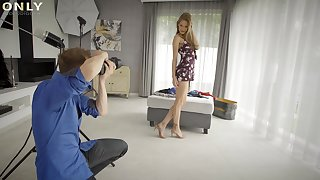 Man screws hot model after taking nude photos of her