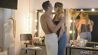 Blonde learns about the merits be advisable for hot, unbiased making out