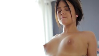 Perky breasts babe chiefly his massage table is here to fuck